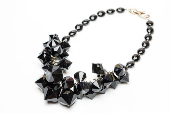 Колье черный кристалл