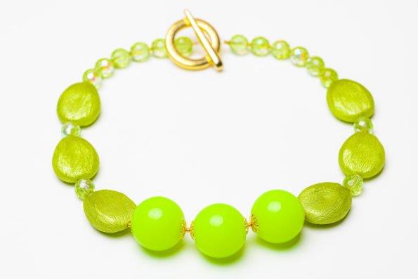 Ожерелье - салатовые шары