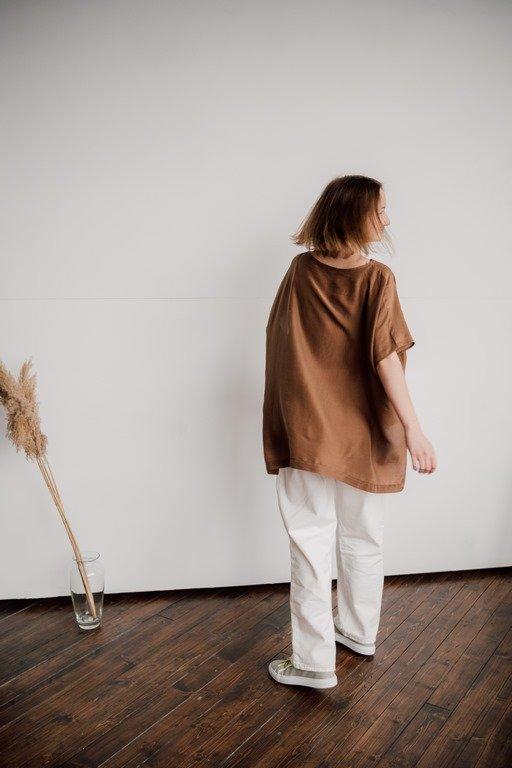 Блуза с коротким рукавом и с разрезами по бокам
