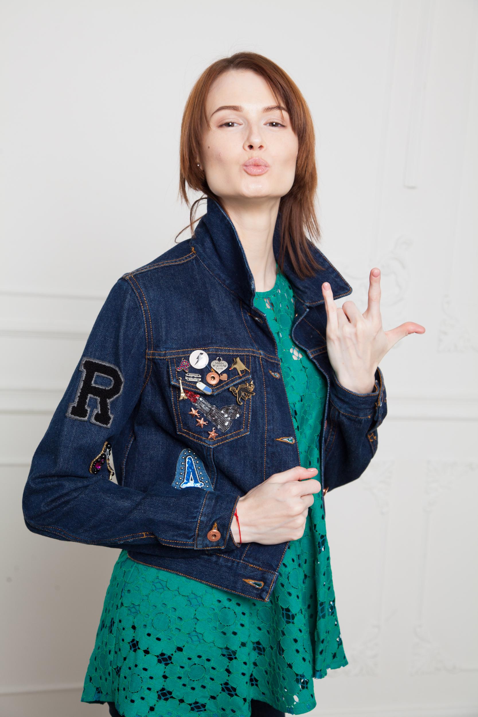Жакет джинсовый со значками Roy Roger's